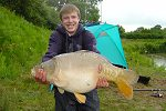Damien Eschelby with 'Jupiter' at 16lb 9oz (3 July 2004) - click to enlarge